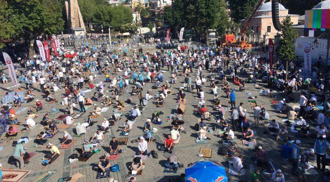 Namaz öncesi Ayasofya'da yoğun kalabalık