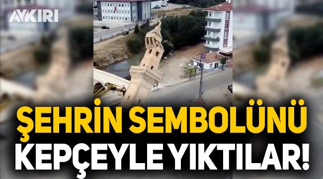 Şehrin sembolünü yol yapım çalışması gerekçesiyle kepçeyle yıktılar!