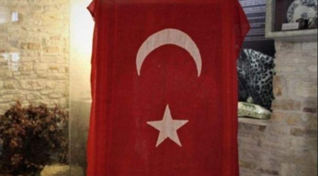 Avustralyalı askerin ülkesine götürdüğü Türk bayrağı yüz yıl sonra vatanına döndü