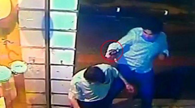 Eli, kız arkadaşına dokunan yolcuyu tabanca kabzasıyla döverek öldürdü