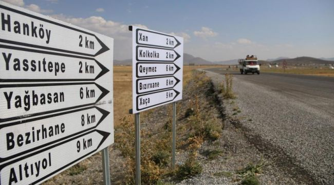Van'da Kürtçe tabelalar tekrar asıldı