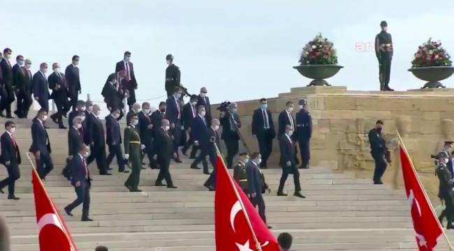 Anıtkabir'de Erdoğan sloganı atanlar listeyle içeri alınmış!