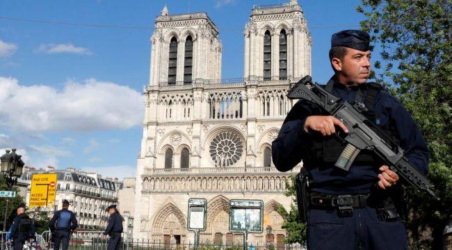 Fransa'da korkunç bıçaklı saldırı: Bir kadının kafası kesildi!