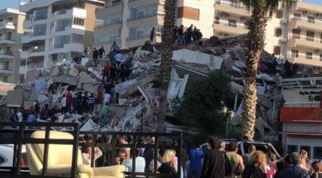 İzmir'de Kaymakamlık binası ve Kızılay Kan Merkezi yıkıldı