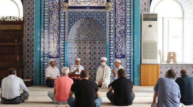 İçişleri Bakanlığı'ndan 20 yaş altı ve 65 yaş üstüne 'cuma namazı' düzenlemesi