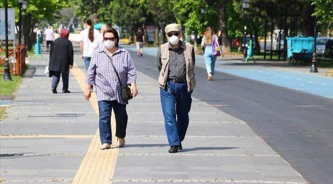 İstanbul ve Ankara'nın ardından İzmir'de de 65 yaş ve üstüne kısıtlama getirildi
