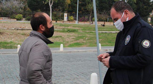 Gidecek yeri olmadığı için polisten ceza yiyen vatandaşa Muhittin Böcek sahip çıktı