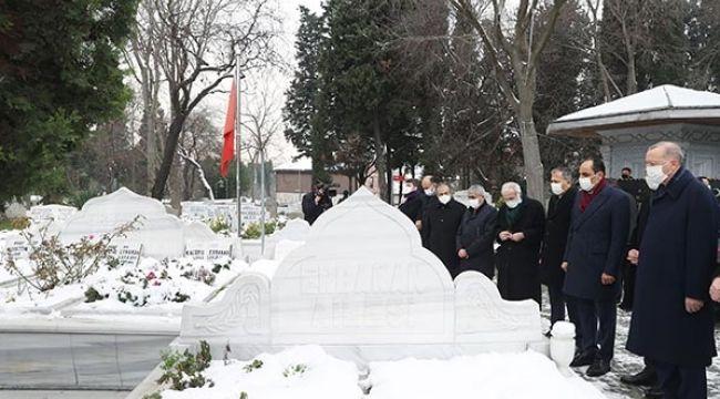 Erdoğan'dan milli görüş açılımı, Erbakan'ın mezarını ziyaret etti