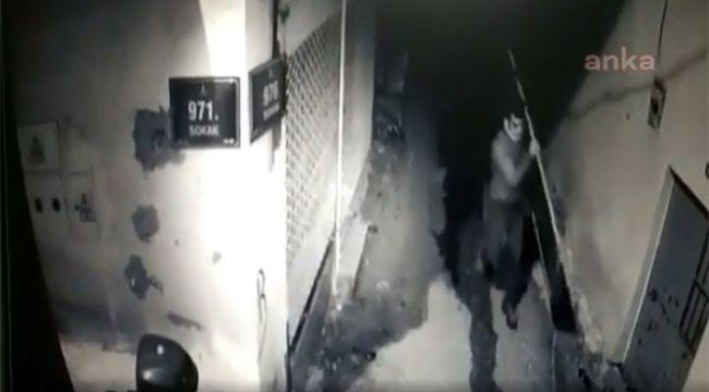 Hırsızlığın böylesi görülmedi! Kapıyı çaldı, koşarak uzaklaştı…