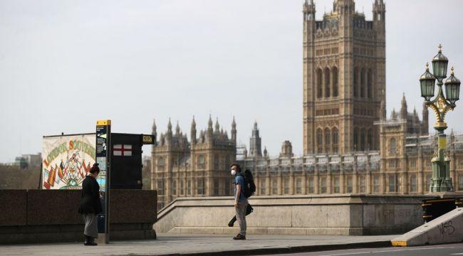 İngiltere, ülkeye giriş ve çıkışları kapatıyor