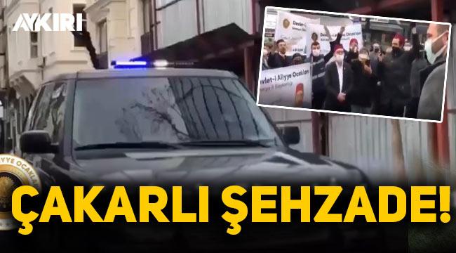 Çakarlı araç kullanan Kayıhan Osmanoğlu'nu fesli grup karşıladı, 'şehzade' ilan etti!