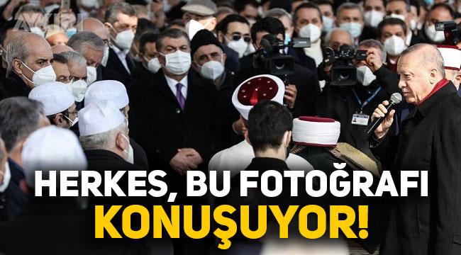 Erdoğan'ın katıldığı cenazedeki fotoğraf tartışma konusu oldu