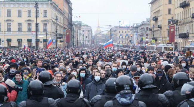 Rusya'da Navalni destekçileri yeniden sokağa döküldü!
