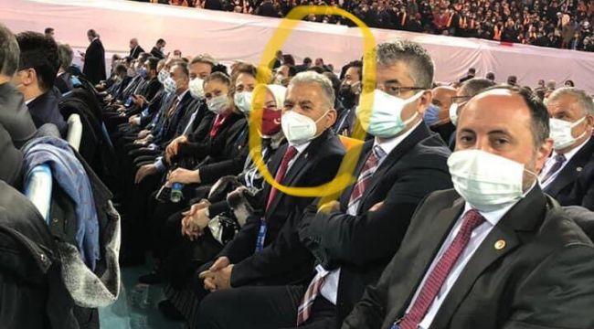 """Belediye Başkanı vatandaşlara """"Kalabalığa girmeyin"""" dedi, AK Parti kongresine katıldı!"""