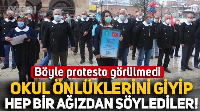 Böyle protesto görülmedi: İYİ Partililer okul önlüklerini giyip Andımız'ı okudu!