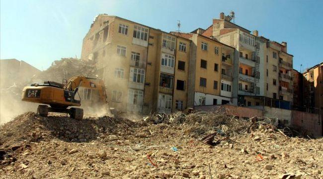 Elazığ'da vatandaşlara söz verilen yardım yapılmadı, vatandaşlar hasarlı evlere döndü!
