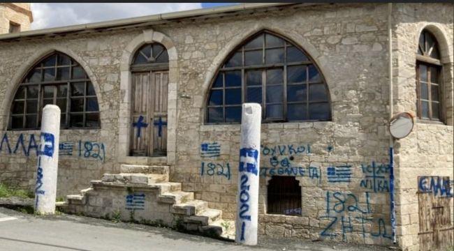 Rum kesiminden Camii'ye çirkin saldırı: 'Bütün Türkler ölün' yazıları yazıldı!