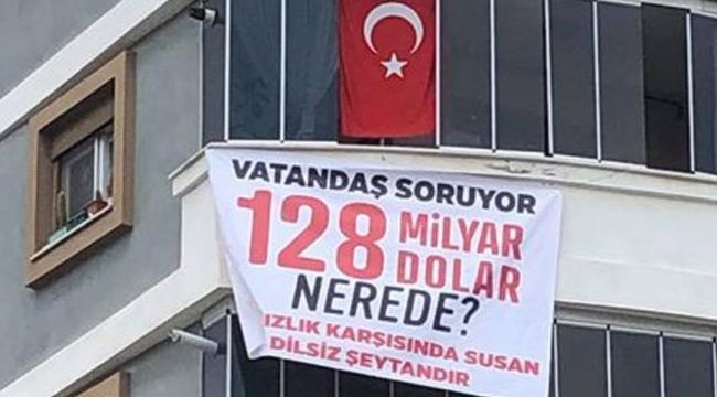 MHP eski başkanının astığı '128 milyar dolar nerede?' afişi, polisler tarafından kaldırıldı