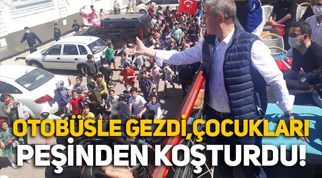 Gaziantep'in Şahinbey ilçe Belediye Başkanı, otobüsle gezip çocukları peşinden koşturdu, izdihama neden oldu