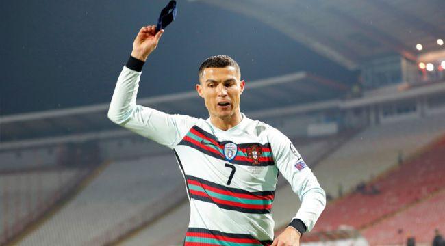 Ronaldo'nun fırlattığı kaptanlık bandı 75 bin dolara satıldı
