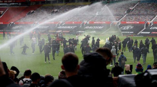 Manchester United taraftarı, Liverpool maçı öncesi stadı bastı! Kulüp yönetimi protesto edildi