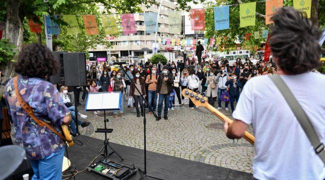 ABB'den müzisyenlere destek: Mutluluk sahneleri