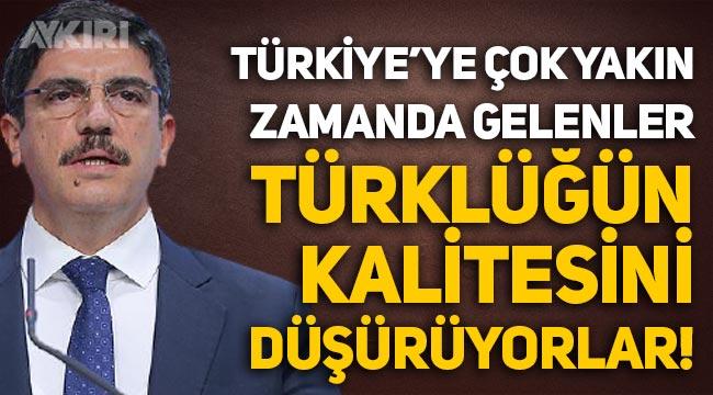 """AKP'li Yasin Aktay: """"Türkiye'ye çok yakın zamanda gelenler Türklüğün kalitesini düşürüyorlar!"""""""