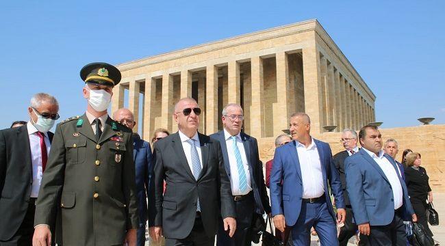 Zafer Partisi lideri Ümit Özdağ'dan Anıtkabir'e ziyaret!