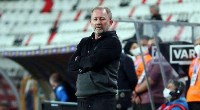 Beşiktaş'ta sakatlıkların son durumu? Sergen Yalçın, Ajax maçında oynayabilecek futbolcuları açıkladı