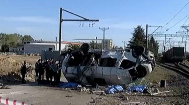 Tekirdağ'da yük treni minibüse çarptı: 6 ölü, 7 yaralı